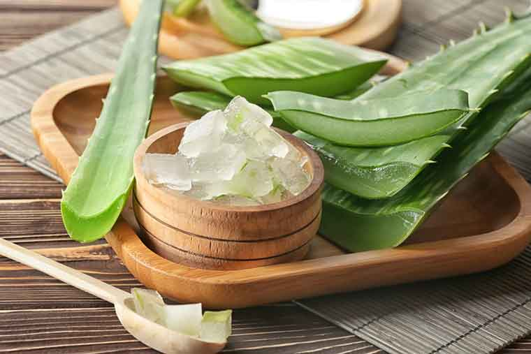 How to get rid of dandruff naturally - Aloe Vera