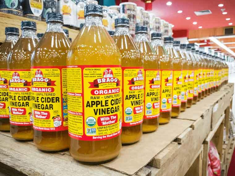 How to get rid of dandruff naturally - Apple Cider Vinegar