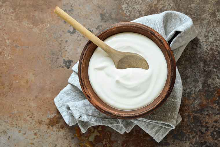 How to get rid of dandruff naturally - Yogurt with Lemon Juice