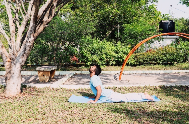 This is a perfect elbow position in Bhujangasana where it is free and unlocked.